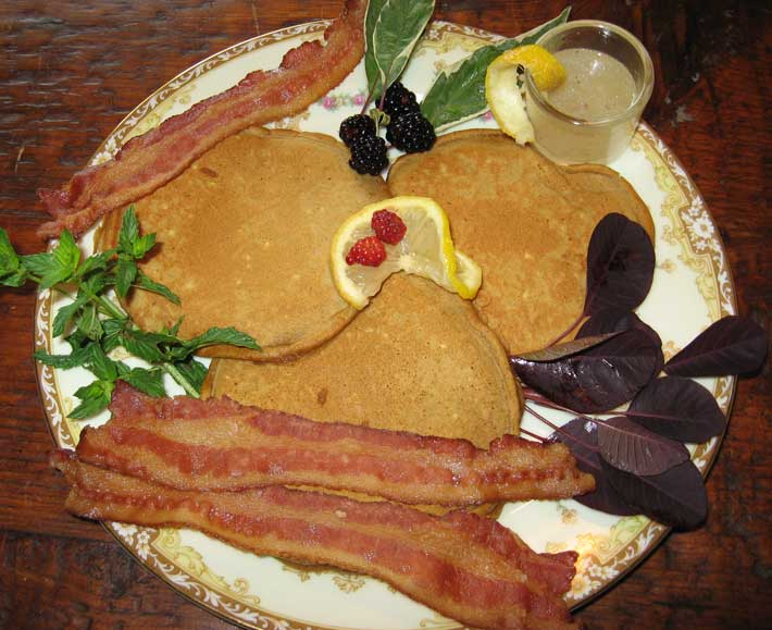 Breakfast entree – pancakes & bacon